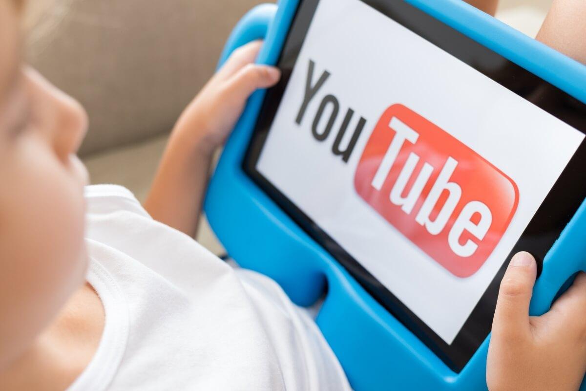 """""""Çocuğu Youtube'da yalnız bırakmak Taksim Meydanı'nda yalnız bırakmak ile eşdeğer"""""""